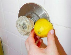 limpiar el grifo con limon